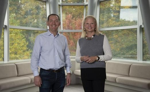 지니 로메티 IBM 회장 겸 최고경영자(CEO)가 28일 오픈소스 소프트웨어 기업 레드햇 인수를 발표했다. 사진은 로메티 회장과 제임스 화이트허스트 레드햇 CEO. [사진 IBM]