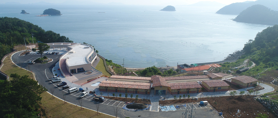 한려해상 생태탐방원 전경. 경남 통영시 산양읍 연화리에 위치하고 있다. [사진 국립공원관리공단]
