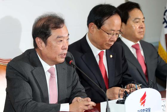 20181031 자유한국당 비대위원-중진의원 연석회의가 31일 국회 본청에서 열렸다. 김병준 비대위원장이 발언하고 있다. 변선구 기자
