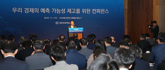 소득주도성장 고집한 대통령…전문가들 모여 성장·분배 다 실패할 것