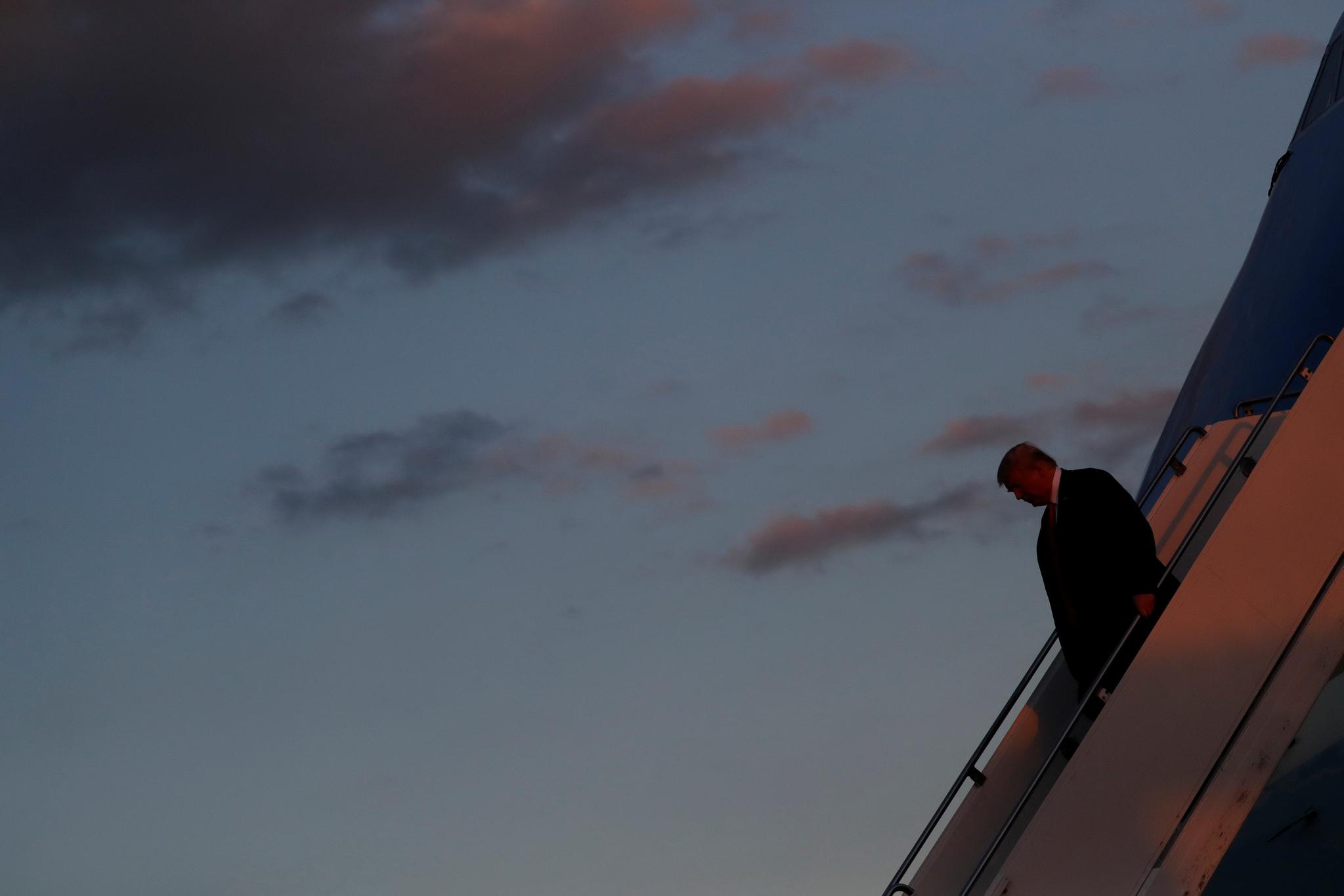 트럼프 대통령이 플로리다 공항(Southwest Florida International Airport)에 도착하고 있다. [REUTERS=연합뉴스]