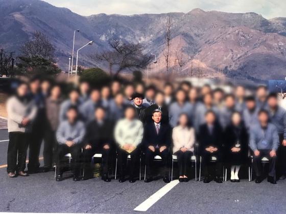 과거 삼성SDI 부산 정보파트에 근무했던 모습. 당시 삼성 SDS 사장이었던 김인 사장님과 함께. [사진 이정복]
