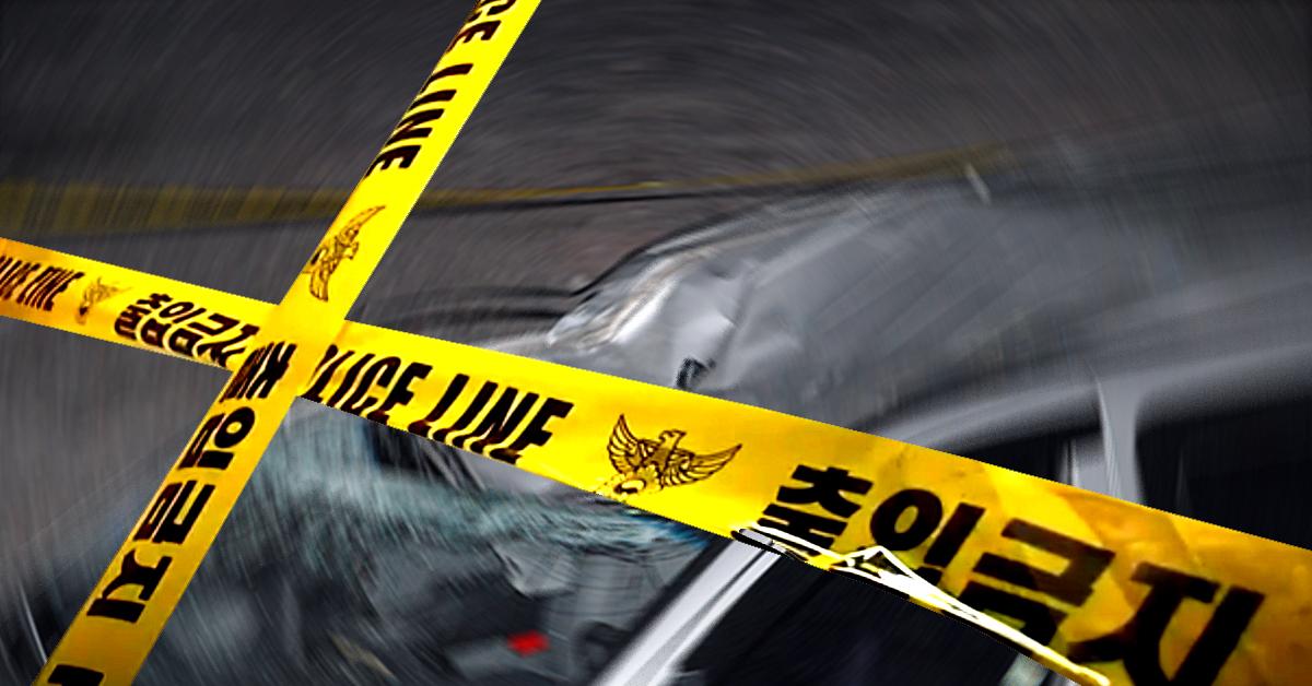 남자친구와 말씨름을 하던 50대 여성이 아파트 5층에서 뛰어내렸으나 승용차 위에 떨어져 크게 다치지 않았다. [중앙포토, 연합뉴스]