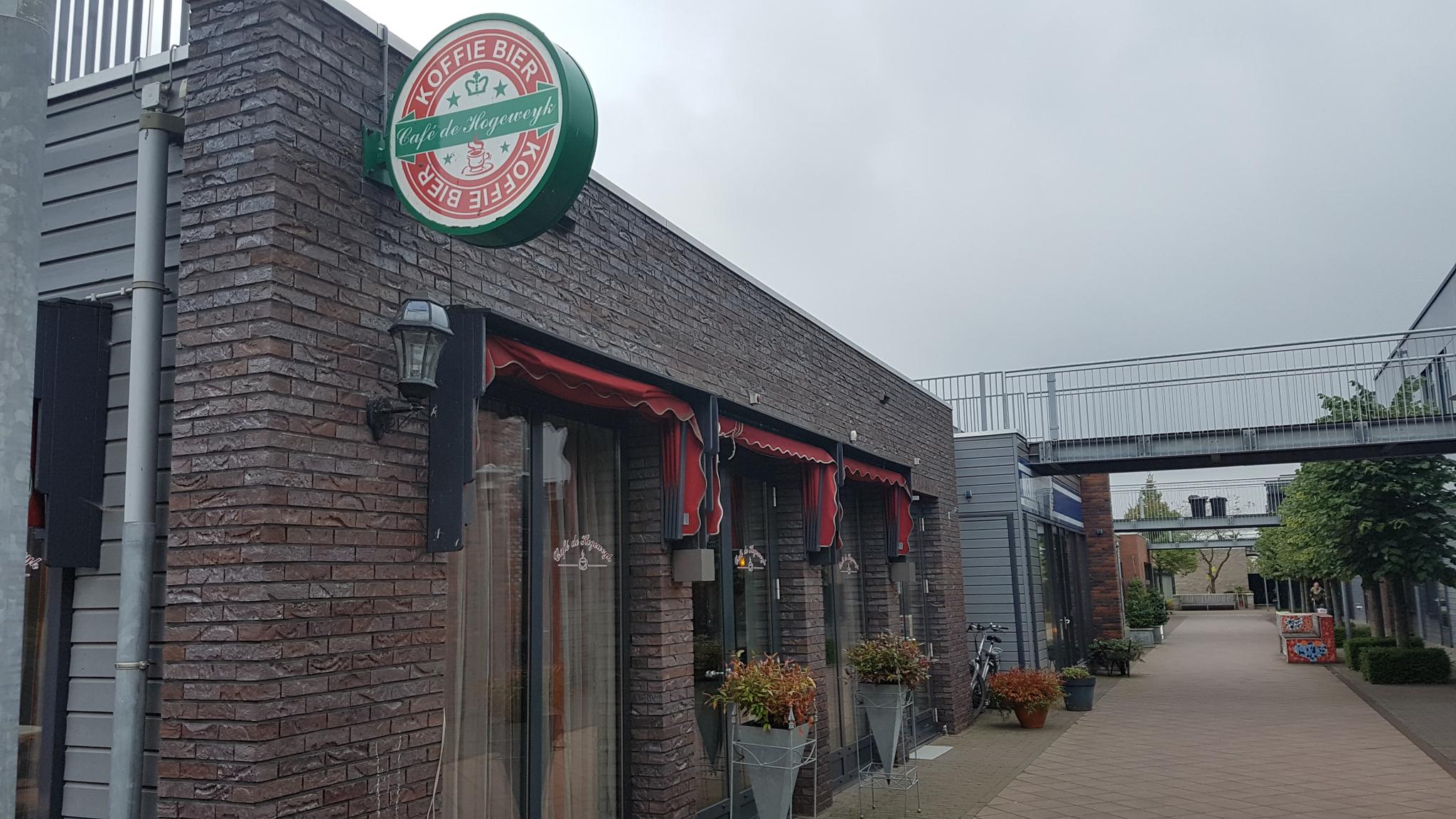 네덜란드 '치매 천국' 호흐벡의 맥주집. 암스테르담=신성식 기자