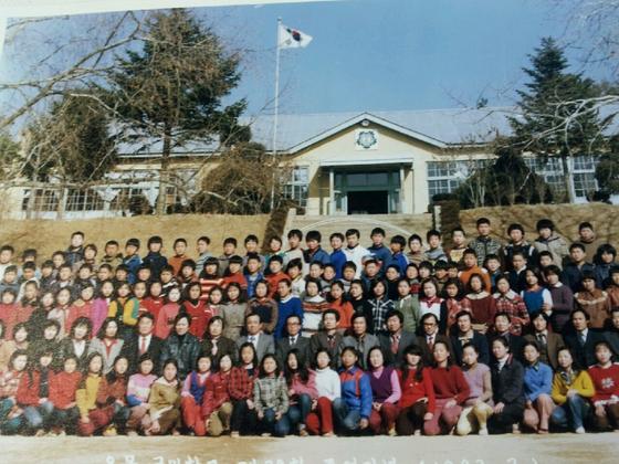 초등학교 교직 생활을 하던 시절의 사진. [사진 이광수]