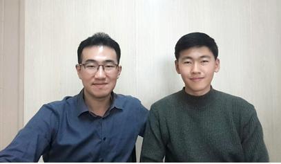 심준섭 교수(좌)와 진경준 박사과정(우)
