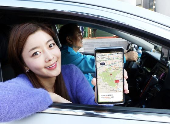 택시비 10%할인 꺼내든 'T맵 택시'…카카오 택시에 도전장