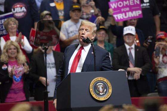 트럼프 찍은 백인, 여성들의 분노···美중간선거 가른다