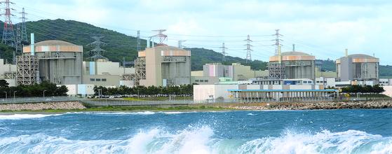 곧 사용후핵연료 저장시설이 포화되는 월성 원전. 대책을 서두른다는 소식은 들리지 않는다. 맨 오른쪽이 가동을 멈춘 1호기다. [뉴스1]