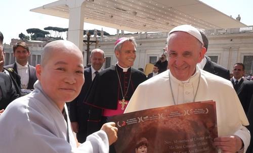 프란치스코 교황(오른쪽)과 대해 스님 [사진 영화사 그란]