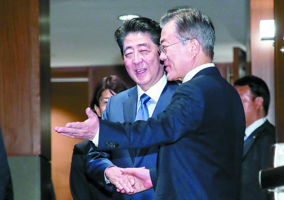 문 대통령, 아세안과 APEC기간중 아베 안 만난다
