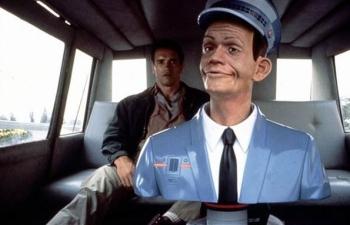 영화 '토탈리콜'속 로봇 택시 기사. 목적지를 말하면 스스로 최적의 경로를 찾아간다. [영화 캡처]
