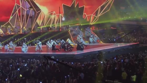 Korean Fans' Reaction To Jimin and V Who Broke Off Key on