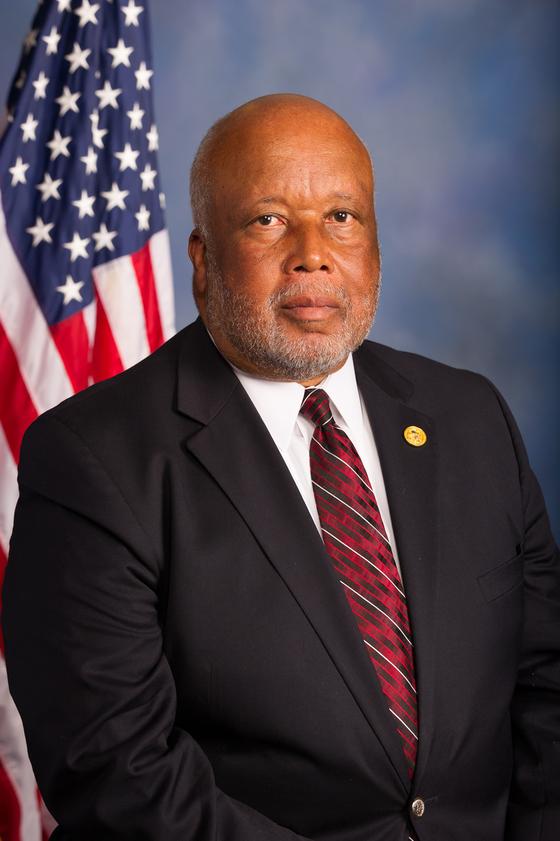 다선 흑인 의원 베니 톰슨(70)은 하원 국토안보위원회 의장으로서 트럼프 이민정책에 훼방 놓을 것으로 예상된다. [사진 위키피디아]