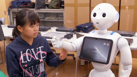 지난 16일 일본 사가현 타케오 시립 타케오초등학교 PC실에서 학생들이 소프트뱅크의 휴머노이드 로봇 페퍼를 활용한 프로그래밍을 진행 중이다. [사진 왕준열]