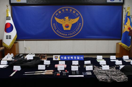 특수절도 혐의로 구속된 이모(44)씨 일당이 범죄에 사용한 특수장비 및 절도품. [서울 성북경찰서 제공]