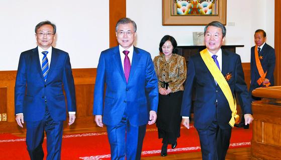 징용 판결 여파 … 문 대통령, 아세안·APEC서 아베 안 만난다