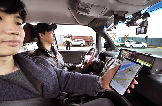 운전자 없는 공유차 … 호출 받고 달려와 앱으로 찍은 목적지로