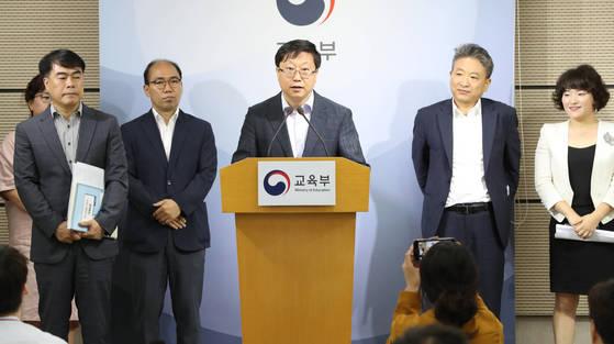 지난 7월 교육부는 정책숙려제 1호 안건으로 학생부 개선 방안을 발표했다. [연합뉴스]