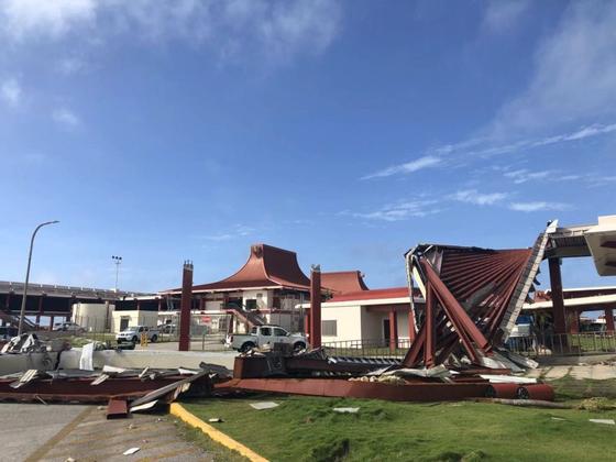 10월 말, 슈퍼 태풍 '위투'가 강타한 사이판 공항 피해 현장. [연합뉴스]