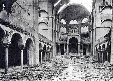 수정의 밤에 파괴된 베를린 시나고그(유대교 예배당)의 내부. [사진 위키피디아]