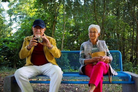 미래에셋 은퇴연구소가 발표한 자료에 의하면 배우자와 함께하는 활동 1위는 77%를 차지한 TV 시청이다. 때때로 배우자와 함께 있는 것보다 TV와 둘만 있는 게 더 편하기도 하다. [사진 pixabay]