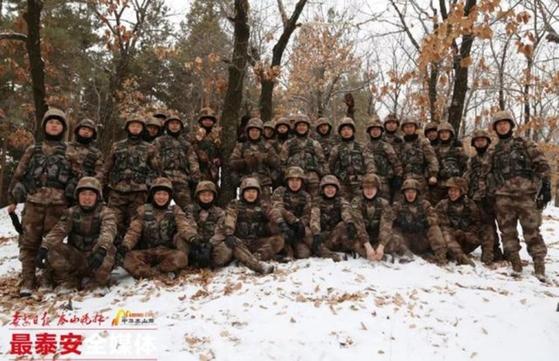군사훈련을 받는 중국 25세 이하 축구대표팀 상비군. [사진 시나스포츠 캡처]