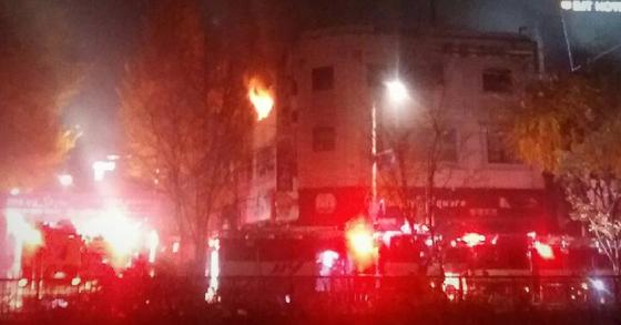 9일 오전 5시쯤 서울 종로구 관수동 청계천 인근 한 고시원에서 불이 나 7명이 사망하는 등 18명의 사상자가 발생했다. [연합뉴스]