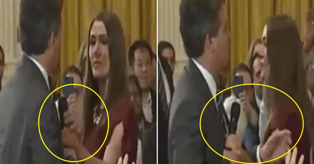 7일 백악관 인턴이 아코스타 CNN기자의 마이크를 빼앗는 과정에서 신체 접촉이 있었다. 이 화면이 조작됐다는 의혹이 제기됐다. [세라 허커비 샌더스 백악관 대변인이 트위터 영상 캡처]