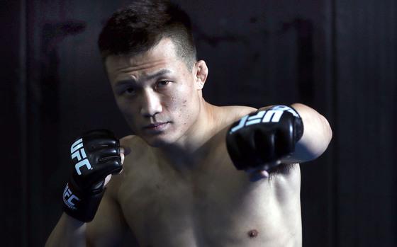 정찬성이 1년 9개월 만의 복귀전에서 TKO패를 당했다. 김성룡 기자