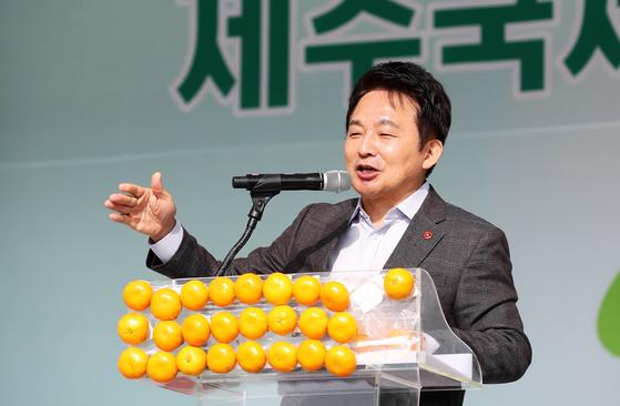 원희룡 제주지사가 11일 오전 서귀포농업기술센터에서 열린 농업인의날 제주도 기념대회에서 격려사를 하고 있다. [사진 제주도]