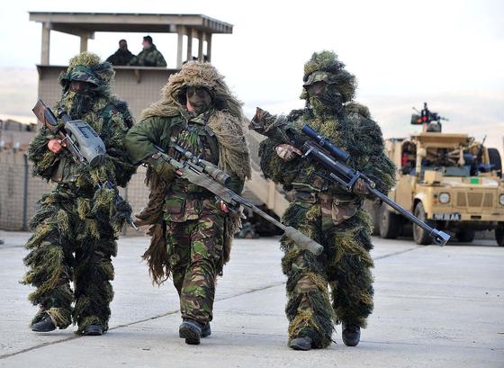 길리슈트를 입은 영국 육군과 프랑스 육군의 저격수들. [사진 영국 육군]