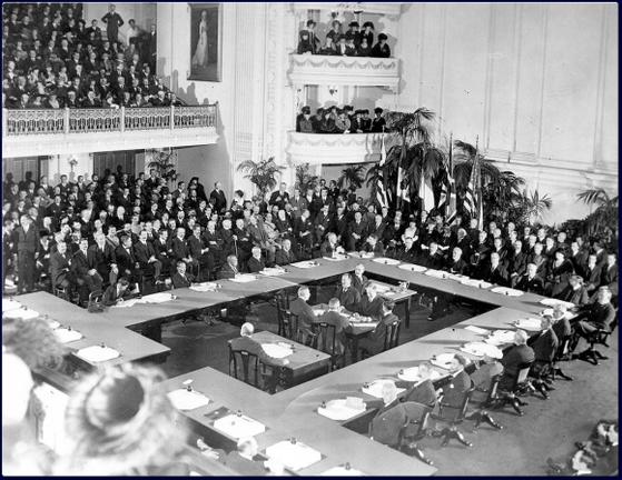 1919년 6월 28일 베르사유 조약 체결 당시 현장의 모습. [중앙포토]