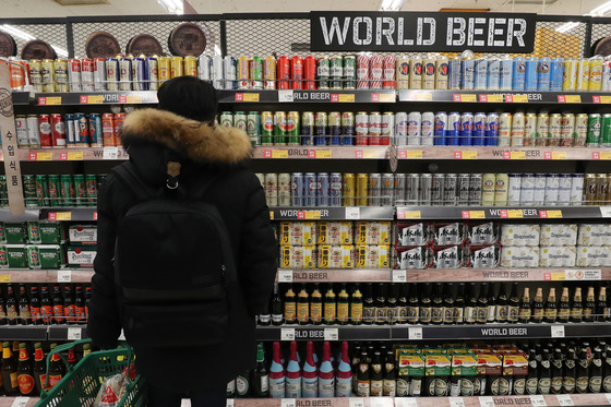 수입 맥주가 국산 맥주보다 저렴한 가격으로 팔리고 있다. [연합뉴스]