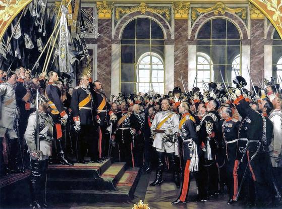 1871년 1월 18일 프랑스 베르사유 궁전 거울의 방에서 열린 독일 통일 선포힉과 빌헬름 1세의 황제 취임을 다룬 안톤 폰 베르너의 회화 작품. [위키피디아]