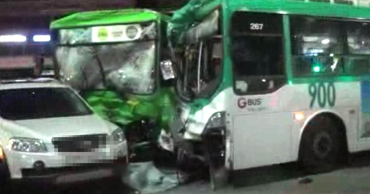 11일 오후 5시40분쯤 서울 금천구 독산동에서 버스 2대와 승용차 5대를 포함, 차량 7대가 연쇄 추돌하는 사고가 났다. 시흥사거리에서 독산사거리 쪽으로 운행하던 900번 버스가 5623번 버스를 들이받았고, 이 충격으로 밀리면서 택시 1대와 승용차 4대에도 연쇄적인 추돌이 발생했다. [사진 구로소방서]