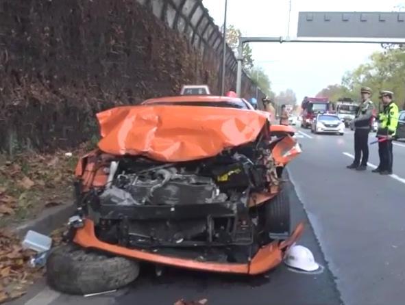 11일 오전 7시10분쯤 서울 송파구 잠실동 올림픽대로에서 택시가 조경작업에 나선 공공근로자 9명을 들이받아 2명이 숨지는 사고가 발생했다. [사진 서울 송파소방서]