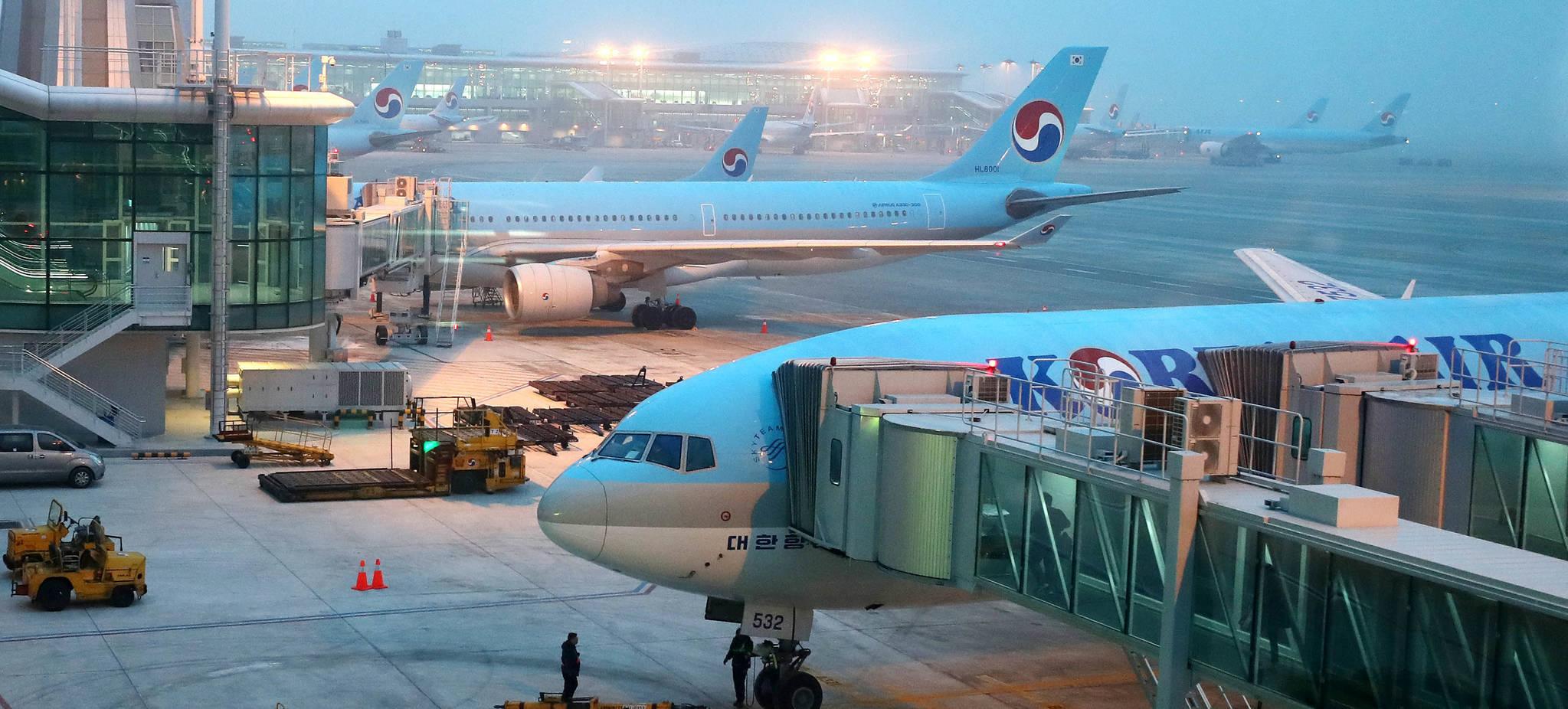 베이징항로의 병목현상 탓에 인천공항의 유럽행 항공기들이 상당수 지연 출발하고 있다. [중앙포토]