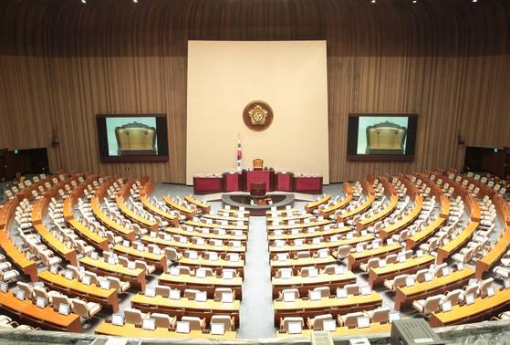 국회 본회의장 모습. 한국 국회의 모습은 외국 국회와 비교했을 때 품위가 없다는 지적을 받아왔다. [조진옥 기자]