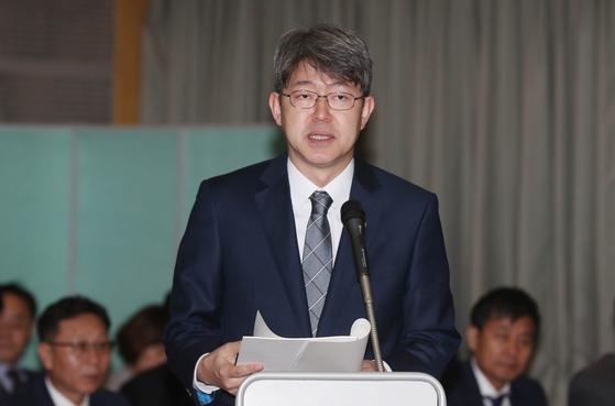 15일 열린 통계청 국정감사에 참석한 강신욱 통계청장. [뉴스1]