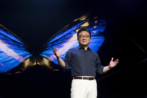 고동진 삼성전자 사장이 '삼성 개발자 콘퍼런스'에서 기조 강연을 하고 있다. [사진 삼성전자]