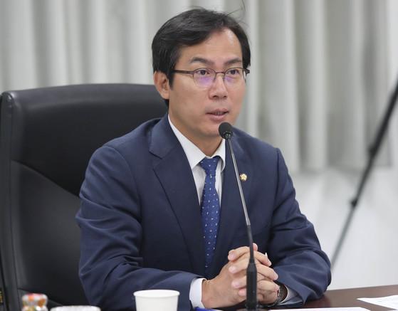 김영우 洪 귤 발언 과했지만 대북교류 전력 있잖나