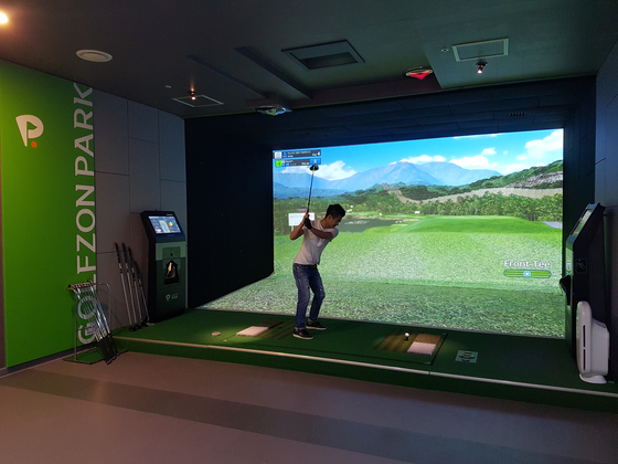 스크린골프의 확대로 20~30대 젊은 층의 골프 인구가 늘고 있다. [사진 골프존]