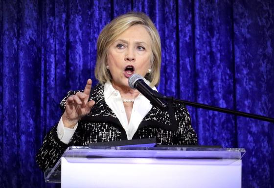지난 달 24일 미 플로리다에서 중간선거 민주당 후보 지원 연설을 하고 있는 힐러리 클린턴 전 국무장관. [EPA=연합뉴스]