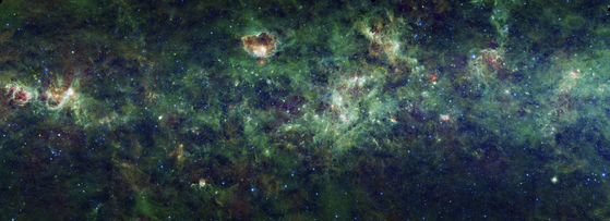 The part of our galaxy that was inaugurated by NASA on January 10, 2012. This is a mosaic of fragments of images captured by NASA WISE (Wide Area Infrared Radiation Surveyor). The Cassiopeia and Kepesus constellations can also be observed. [EPA=연합뉴스]