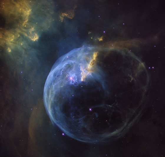 NASA's Bubble Nebula, the 26th anniversary of the birth of the Hubble Space Telescope, this Nebula is in the Cassiopeia constellation, 8000 light years from Earth, and a huge cloud of gas and dust illuminated by starlight in the nebula. [사진 미항공우주국(NASA)]