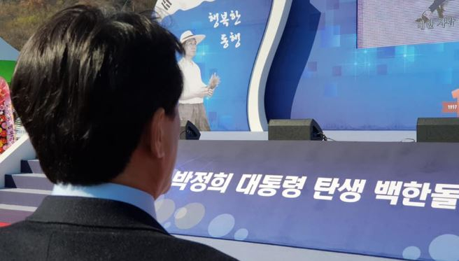 """김진태 """"산 문재인이 죽은 박정희를 이길 수 없다"""""""