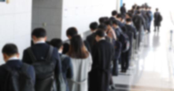 [속보]10월 취업자 6만4000명 증가···실업률 13년 만에 최고