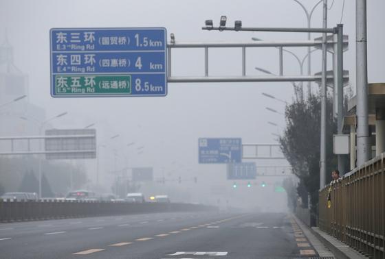 [서소문사진관]중국, 겨울철 난방시작으로 최악 스모그 덮쳐