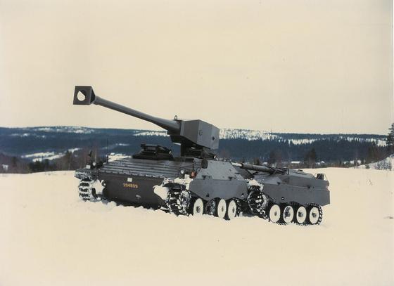 1980년대 스웨덴이 연구했던 차세대 전차 UDES XX 21. 두 개의 차량이 연결된 모양이다. 앞 차량엔 무인포탑과 조종실(승무원 3명)이 있고 뒷 차량엔 탄약, 연료, 파워팩이 탑재됐다. [사진 www.ointres.se]